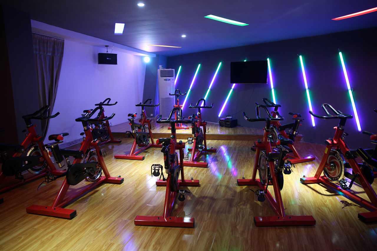 在镇上加盟健身房需要多少钱