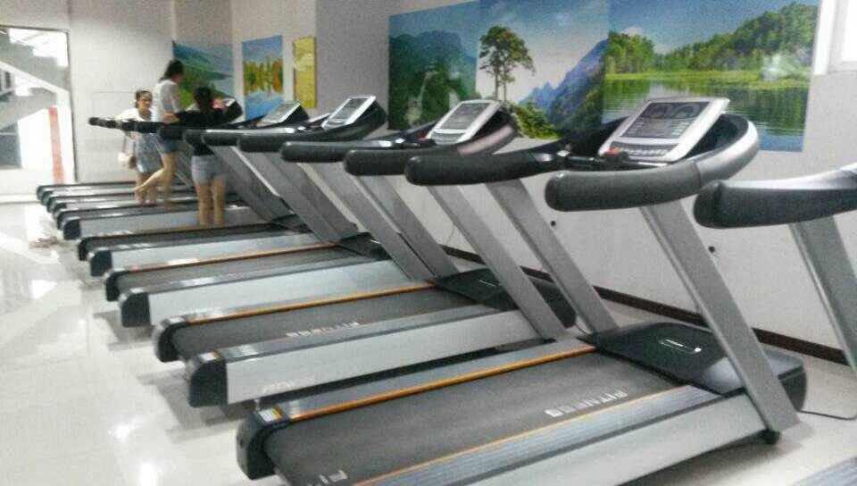 健身房选址和面积